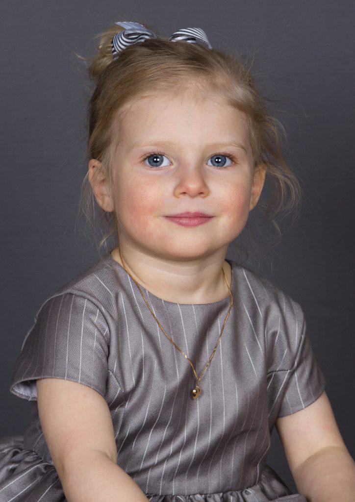 Min lilla dotter Fleur Gyllensporre