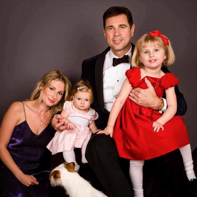 Familjebild med Fleur och Lovisa och vår lilla hund Hubertus